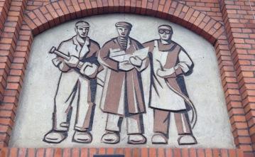 Mural of 3 workers, at Gdansk Shipyard museum