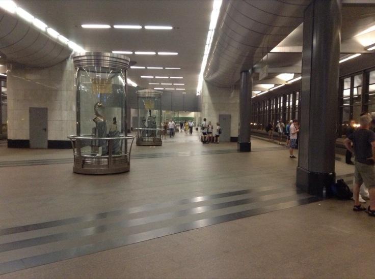 Vorobyevy Goro Metro station; spacious concourse