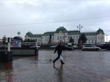 Public square looks on to Khabarovsk station
