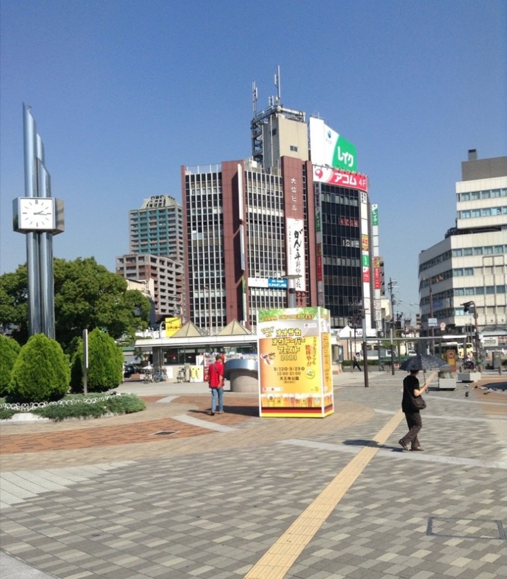 Tenoji city streets. A plaza, with skyscrapers behind