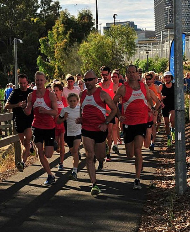 Big group just after the start, front three in red and white Adelaide Harriers tops