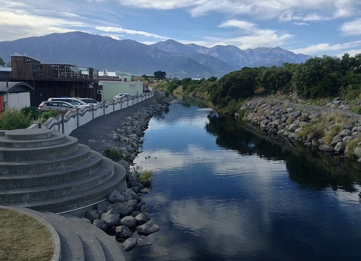 Kaikoura. River in the foreground, mountains behind