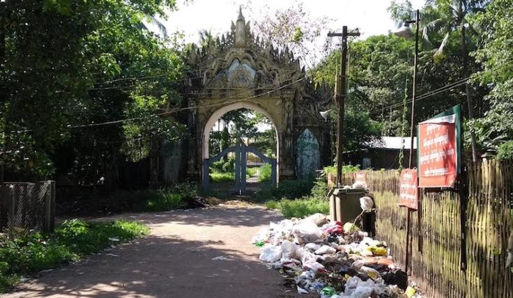 Palace gate, plenty of litter