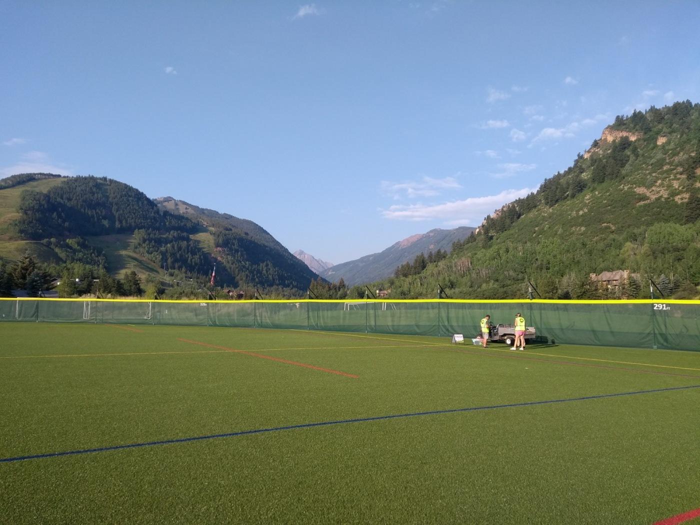 Aspen parkrun start - on the playing fields