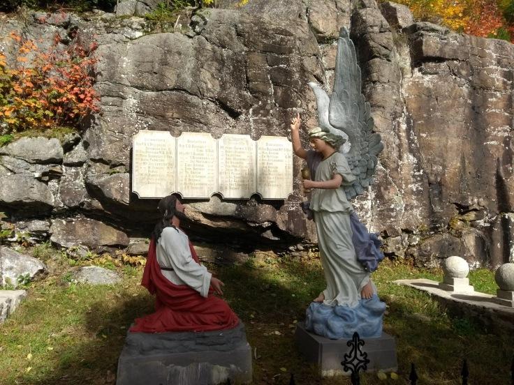 Jesus and Gabriel sculpture
