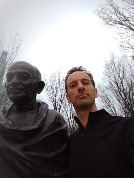 Selfie with Gandhi (statue)