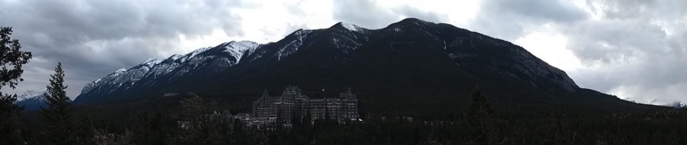 Fairmont Banff Springs hotel, mountain behind