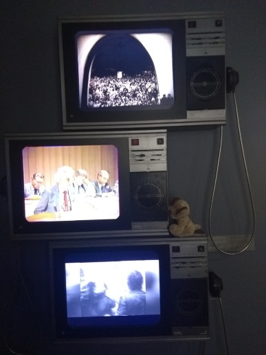 TVs showing 80s broadcasts
