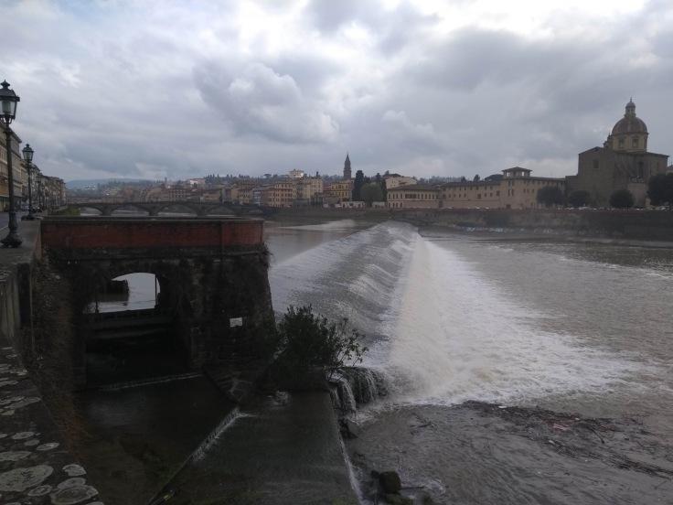 Weir near Ponte Amerigo Vespucci