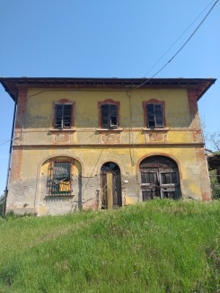 Old yellow and russet coloured building, abandoned