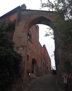 Medieval gate, Porta Alberti