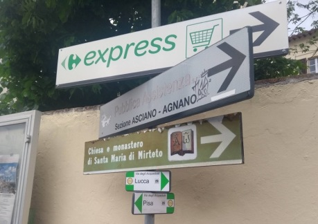 Signs to Lucca and Pisa