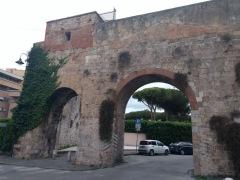 Brick gateway, Pisa
