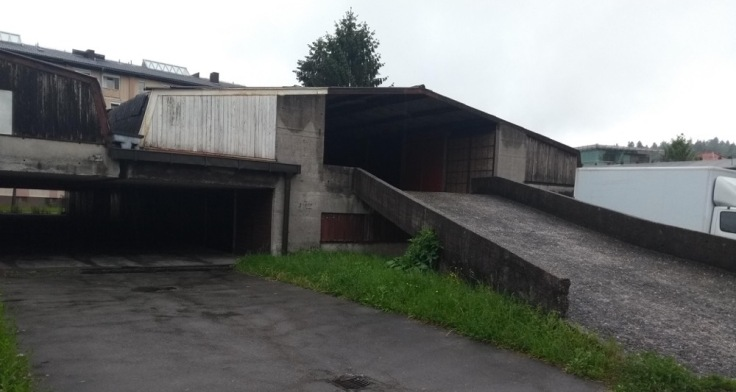 Two-storey garage, with a ramp to the top floor