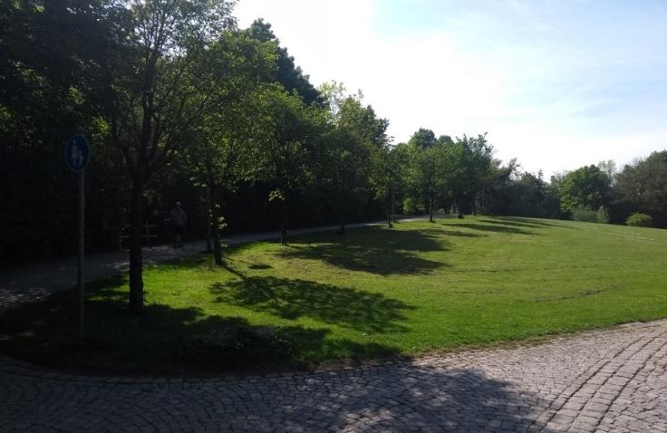 Sharpish right turn onto a shaded path