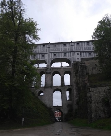 Multiply-arched structure supporting the castle up on a hill